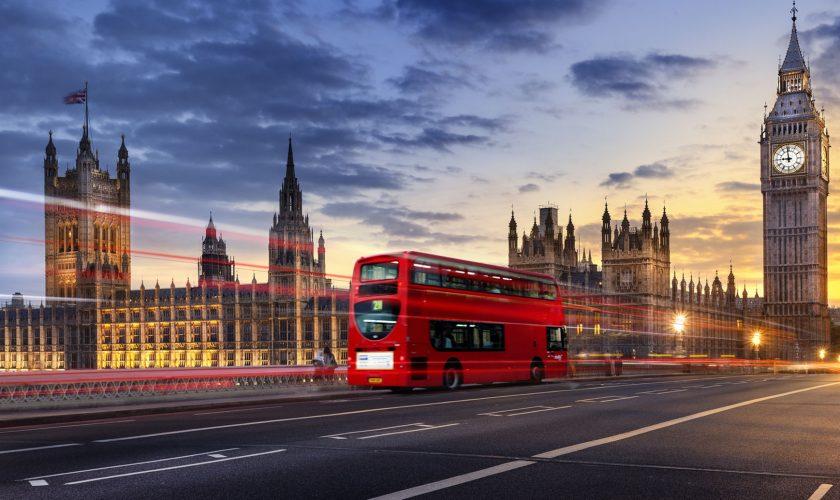 Reguli de circulație în Anglia – totul de viteze admise, amenzi și taxe de drum