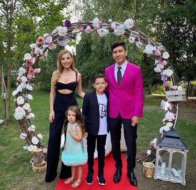Elena și Cornel se iubesc de 15 ani și au doi copii, Nicholas și Amelie Nicole