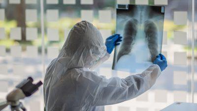 """Gest uriaș în plină pandemie. Schema de tratament pentru COVID-19, publicată de un medic celebru: """"Încerc să ajut"""""""