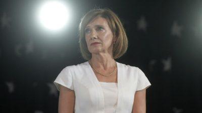 Carmen Iohannis, apariție uluitoare la vot. Ținuta ei asortată amintește de Regina Elisabeta