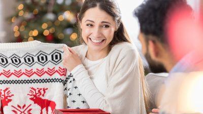 Cele mai neinspirate cadouri de Crăciun. Să nu le oferi, niciodată!