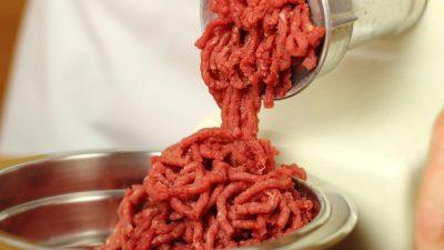 Cum trebuie să gătești corect carnea tocată. Mare atenție la aceste greșeli