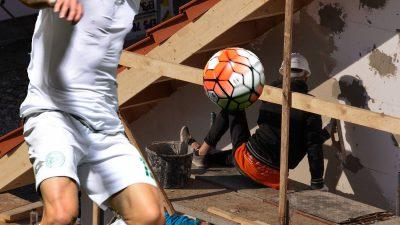 Drama unui fotbalist român. A ajuns pe șantier după ce și-a pierdut toți banii și mama i-a murit