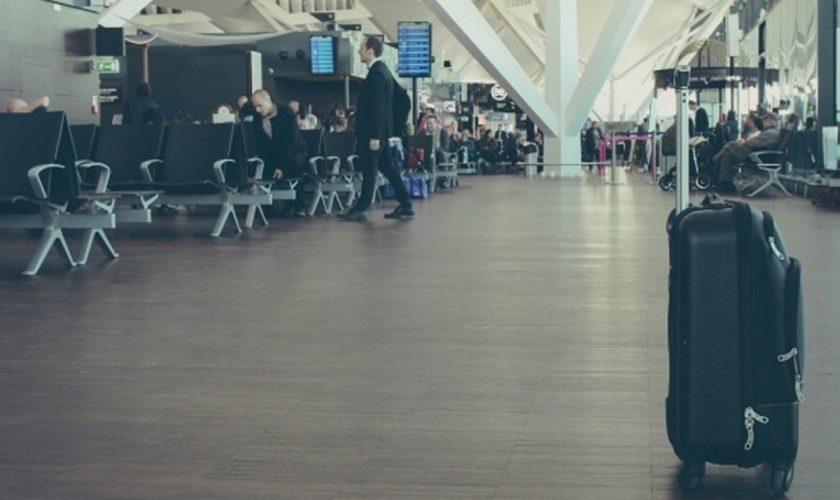 """Descoperire uluitoare pe aeroportul din Cluj. Ce avea o familie în valiză: """"Îl ducem la copii"""""""