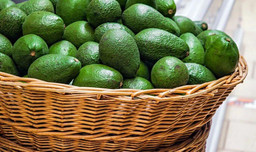 Cum se taie avocado corect, de fapt. Greșeala pe care o fac toți românii cu acest fruct