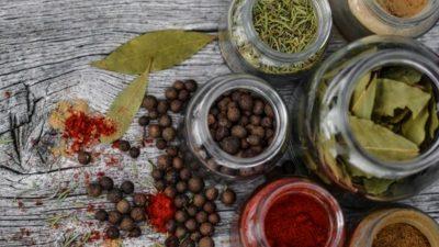 Condimentele pe care trebuie să le mănânci de sărbători. Ce beneficiul secret au pe timp de iarnă