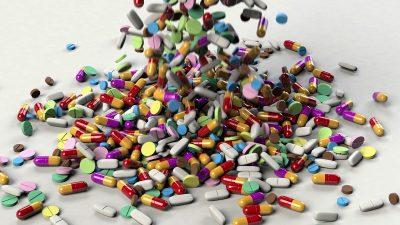 Ce nu ai voie să bei, sub nicio formă, când iei pastile. Par lichide inofensive, dar sunt periculoase
