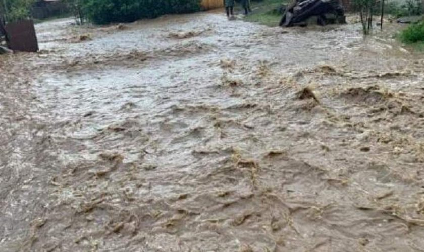 Prăpăd lângă București. Inundații și sute de case fără curent