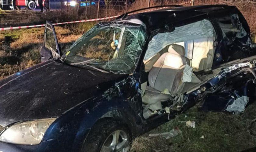 Grav accident feroviar în Teleorman. O mașină a fost spulberată de un tren al cărui mecanic era băut. Toți pasagerii au murit pe loc