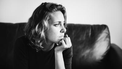Cum scapi de amintirile neplăcute – 5 trucuri de la psihologi care sunt geniale