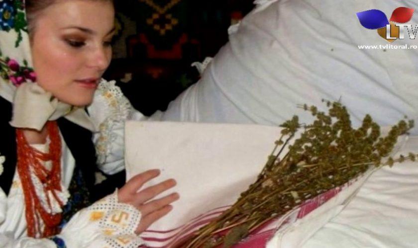 De ce se pune busuioc sub pernă de Bobotează. PLUS: alte superstiții românești de Botezul Domnului
