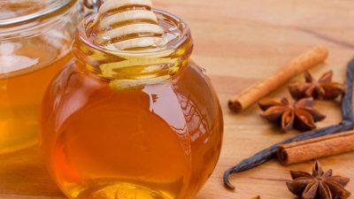 A consumat miere și scorțișoară în fiecare dimineață. Ce s-a întâmplat după o lună e uluitor