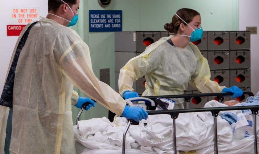 Medicii, în alertă. Pacientă, internată de urgență la spital după vaccinarea Covid-19. Ce simptome a avut