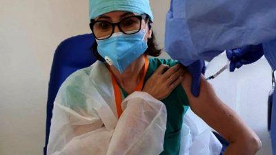 Soția unei vedete din România s-a vaccinat anti-covid-19. Ce a pățit în primele 24 de ore
