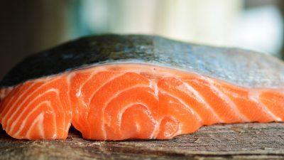 Ce secret ascunde carnea de somon, de fapt. Cum înveți să îl alegi corect de la piață