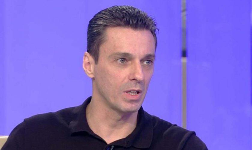 """Mircea Badea, probleme cu Poliția înainte de emisiune. Ce s-a întâmplat când i-au cerut actele: """"Mi-aș fi dorit să am mult coronavirus în seara asta"""""""