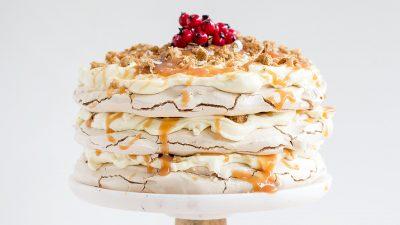 Desert de casă: tort Pavlova. Secretul pentru a face crusta clară și moale