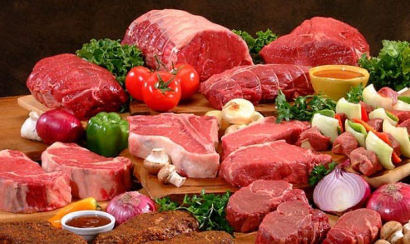 Când se va scumpi carnea în România. La ce trebuie să fim atenți