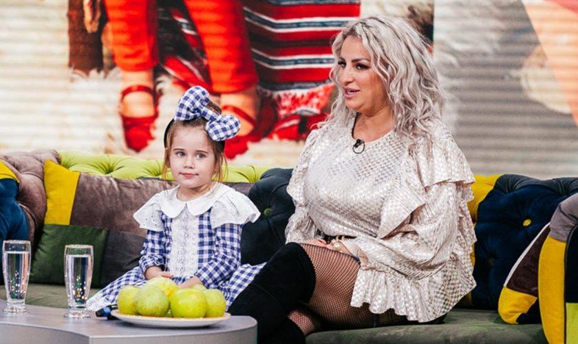 Ce îi face Sânziana Buruiană fiicei sale, la doar 5 ani. Unele mămici sigur se vor enerva