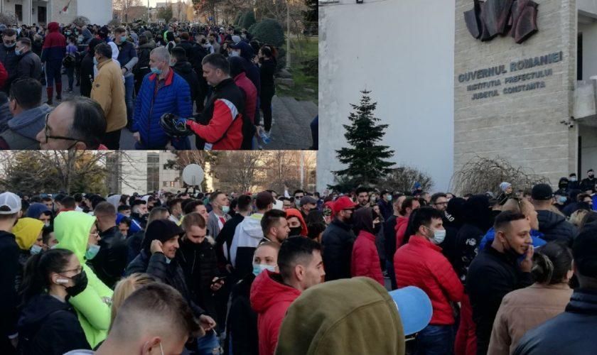 Proteste în Constanța și Alba Iulia împotriva noilor restricții. Oamenii sunt furioși, ce vor de la autorități VIDEO