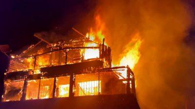 Incendiu teribil în Cluj. O femeie a ars de vie într-o cabană mistuită de flăcări. Mai multe echipaje de pompieri au intervenit de urgență
