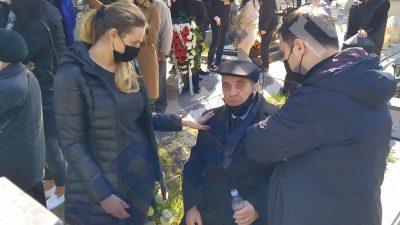"""Scene șocante la înmormântarea Corneliei Catanga. Aurel Pădureanu urla de durere: """"Ieși de acolo"""" VIDEO"""