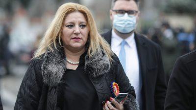 Diana Șoșoacă protestează în Piața Victoriei. Nimeni nu poartă mască