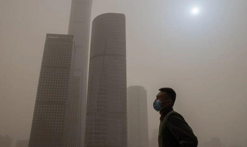 Fenomen ciudat în China. Cerul a devenit galben și soarele s-a văzut ca un punct albastru