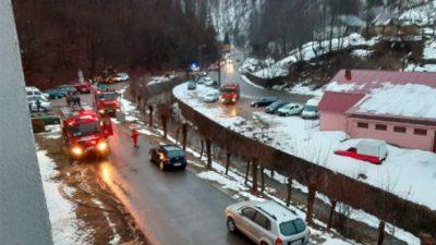 Incendiu violent, izbucnit într-un spital din Maramureș. Opt echipaje de pompieri și paramedici au intervenit de urgență. Care este starea pacienților