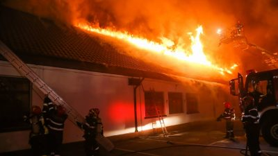 Ultima oră. Un incendiu de proporții a izbucnit la o școală din Vrancea. Zeci de elevi și profesori se aflau în clădire