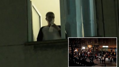 """Mesajul cutremurător al pacientului COVID, surprins la fereastra spitalului în timpul protestelor: """"Simți un suflet gol pe dinăuntru"""""""