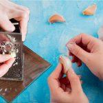 Cum să elimini complet iuțeala usturoiului. Trucul simplu folosit de mii de gospodine