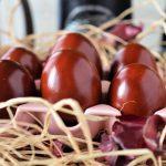 Experimentul făcut de o gospodină când vopsea ouăle de Paște. A luat un ciorap și a băgat oul în el