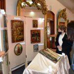 Icoane care n-au mai văzut lumina zilei de 42 de ani, donate Muzeului Vrancea de Miliţie. De ce au fost confiscate de comuniști