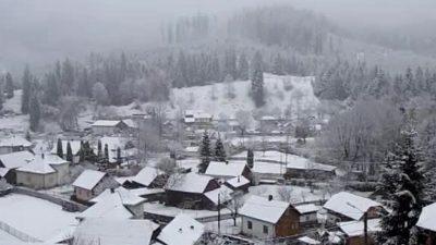 Ninge ca-n povești în unele zone din țară, cu câteva zile înainte de Paște. Echipajele de intervenţie au fost solicitate de urgență