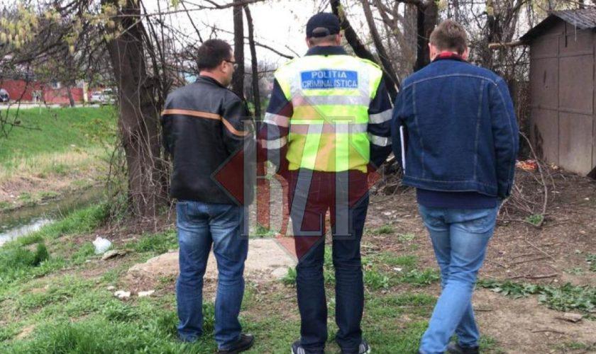 Scene incredibile în Iași. Un bărbat și-a uitat pistoalele pe malul unui râu, iar lângă arme și-a lăsat buletinul