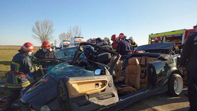 Accident teribil la Bacău. Trei persoane au murit, iar două se află în stare gravă după ciocnirea violentă între două autoturisme