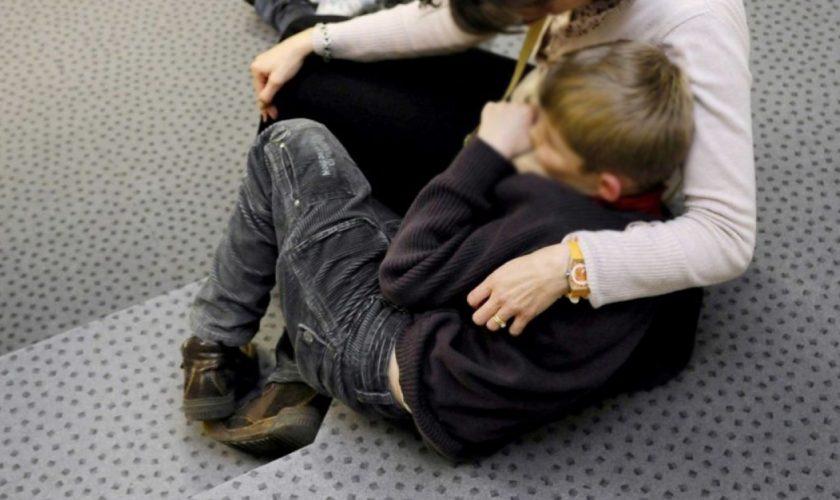 """Revoltător! Mamă și copil cu handicap, alungați din magazin fără milă: """"Nu aveți voie să intrați! Afară!"""""""
