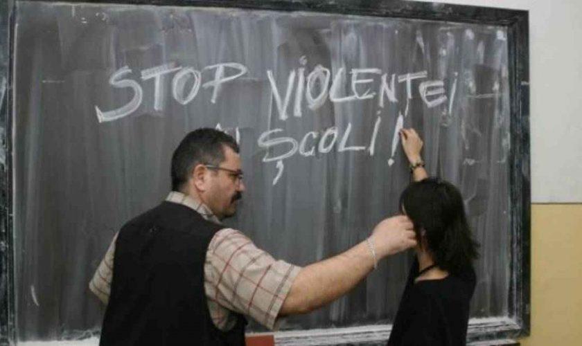 Ce se va întâmpla cu profesorii care hărțuiesc elevii la ore, de fapt. Alina Gorghiu a venit cu ideea