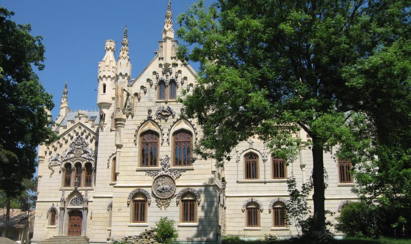 Cel mai spectaculos palat din Iași intră în renovare. Schimbările o să fie fabuloase