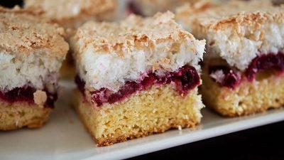 Cum faci acasă cea mai gustoasă prăjitură cu cireșe și bezea. Ingredientul care nu trebuie să lipsească