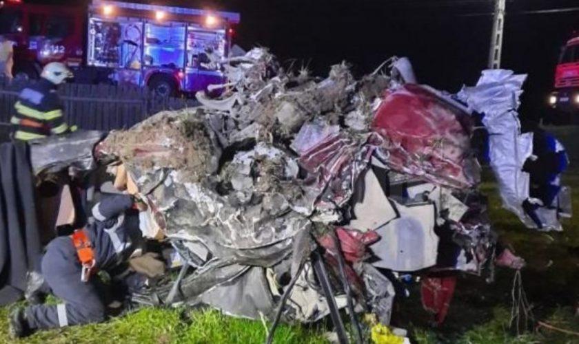 Imagini dramatice, în Suceava. Cum arată un Maserati, după ce s-a răsturnat la 180 km/h. Cine era în mașină