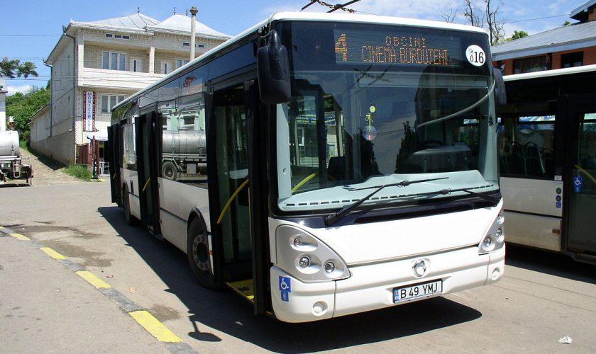 Moarte bizară pentru un bărbat din Suceava. Ce s-a întâmplat în autobuzul în care a fost găsit fără suflare