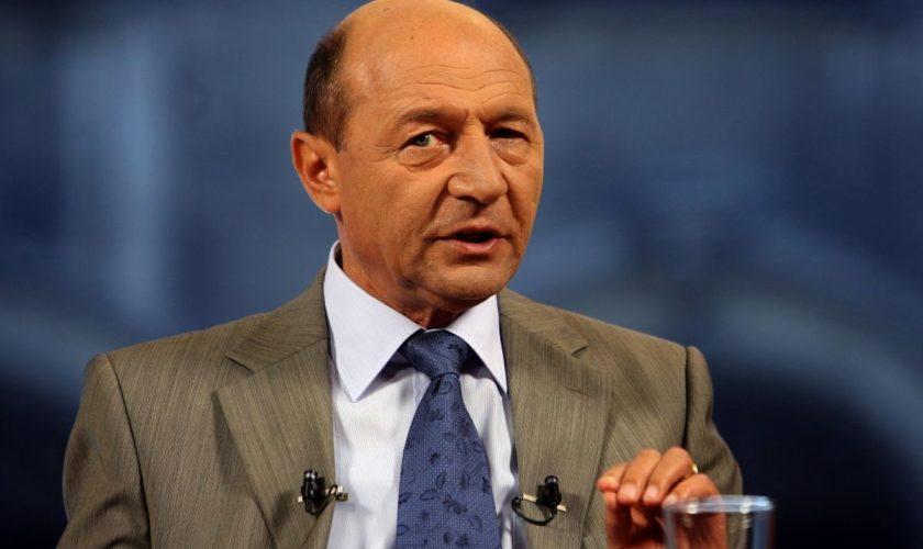 Traian Băsescu critică televiziunile din România. Ce spune despre vaccinare, de fapt