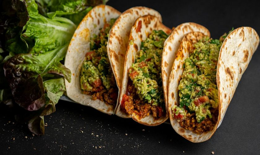 Așa faci cel mai delicios tacos mexican la tine acasă. Secretul din rețeta originală