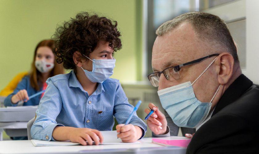 Anul școlar 2021-2022. Ce se întâmplă cu masca de protecție, conform Ministrului Sănătății