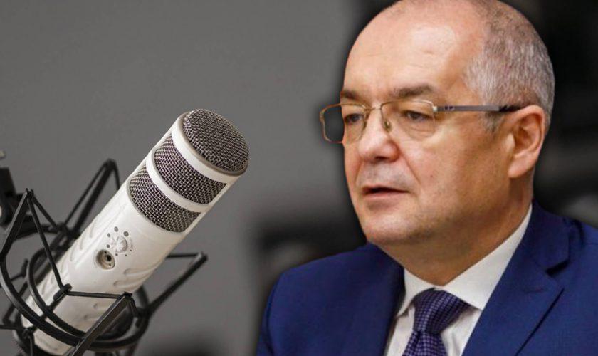 Emil Boc, înjurături la radio în Cluj-Napoca. Prezentatorul a fost șocat când l-a auzit