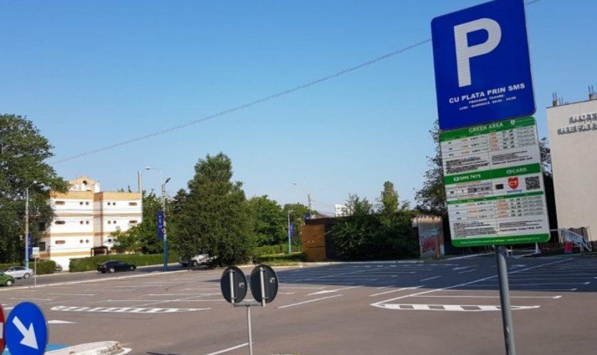 """Parcarea în stațiune Mamaia, un lux pe care nu oricine și-l poate permite: """"Ajunge un turist să plătească într-o zi aproape prețul unei camere"""""""