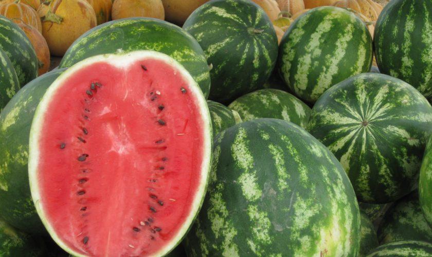 Trucul genial pentru a alege pepene copt de la piață. Detaliul pe care trebuie să îl observi