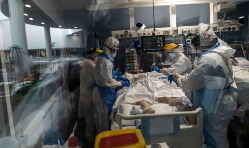 Băiat de 17 ani, la spital cu simptome de sindrom coronarian acut, la 3 zile de la vaccinarea cu Pfizer